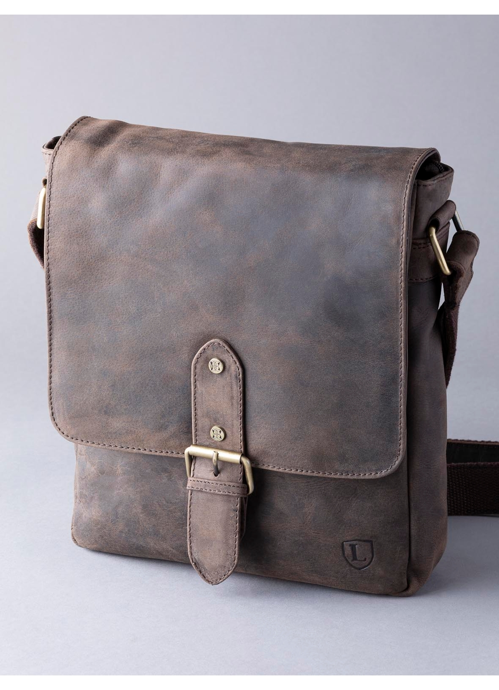 Hunter Leather Messenger Bag in Chocolate Brown