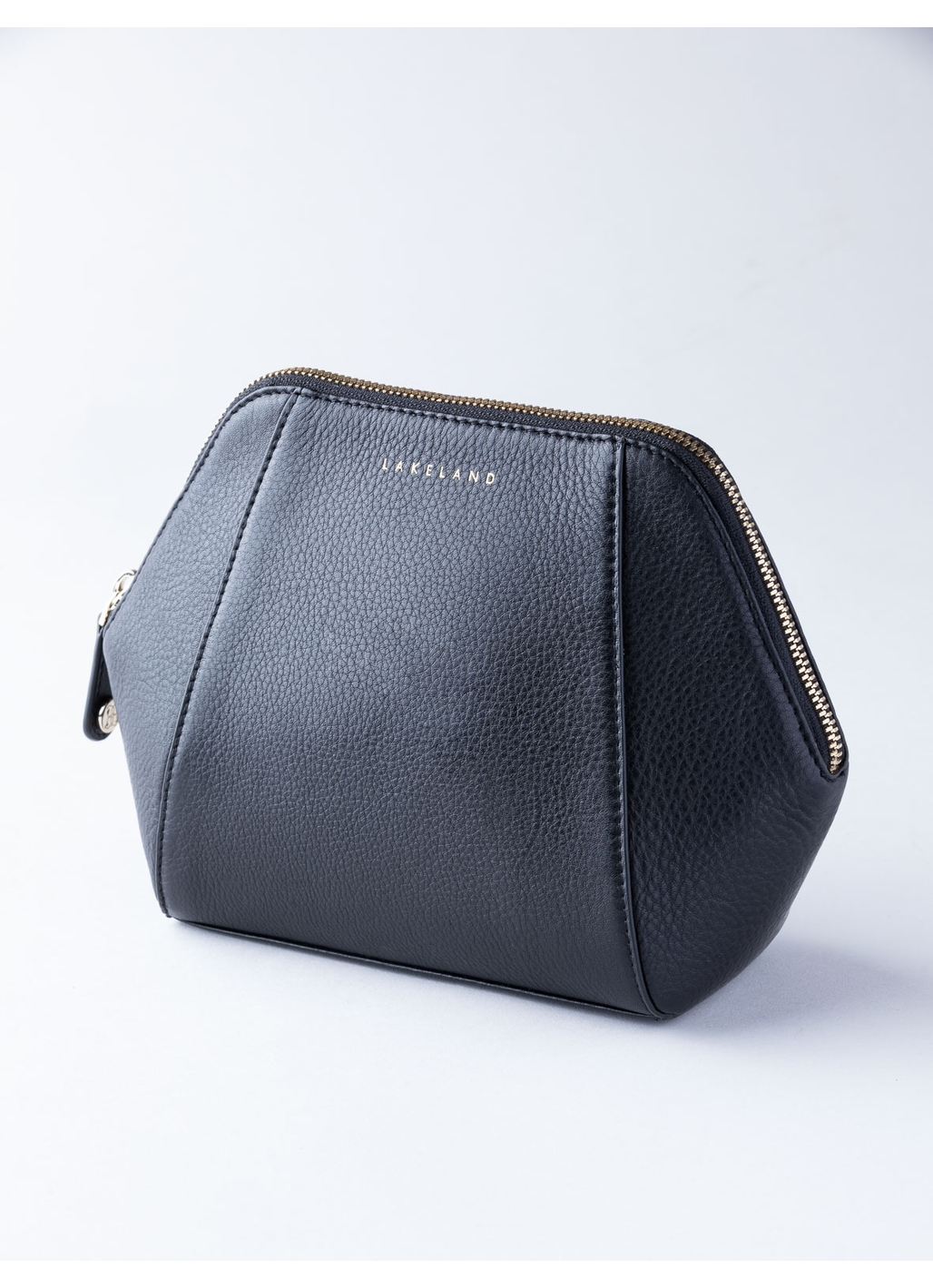 Wray Leather Cosmetic Bag in Black
