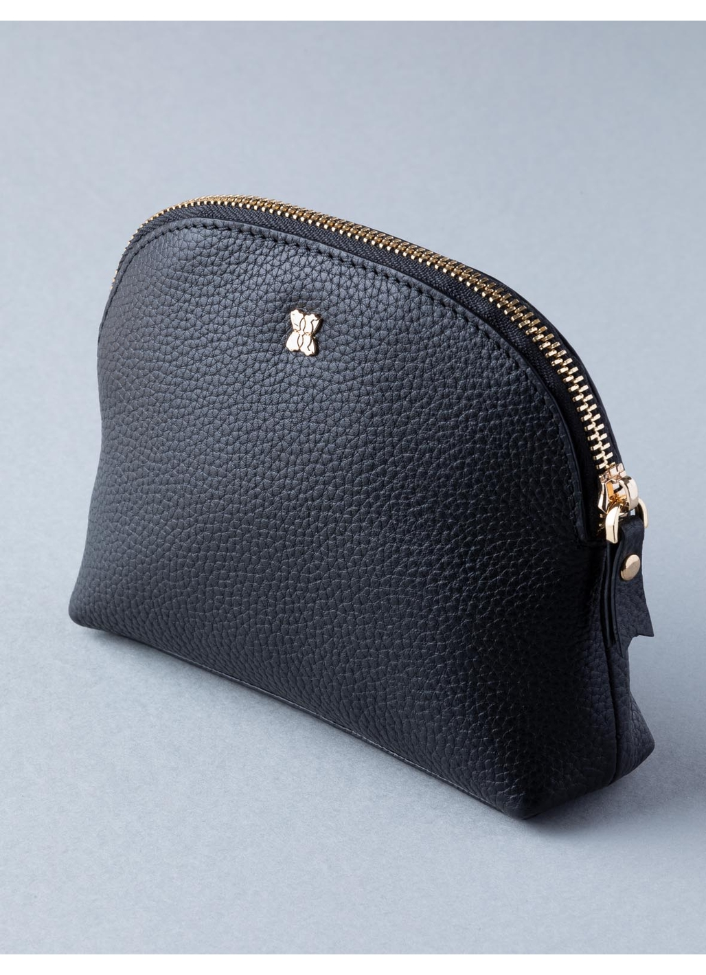 Medium Contrast Leather Cosmetic Case in Black